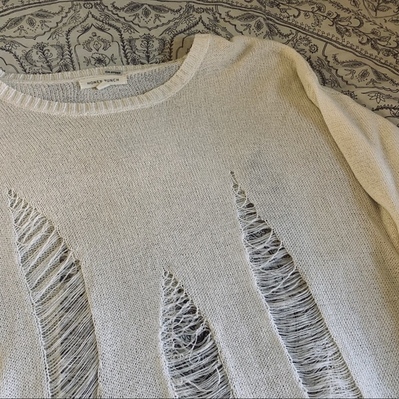 🌿SOLD🌿Distressed knit sweater